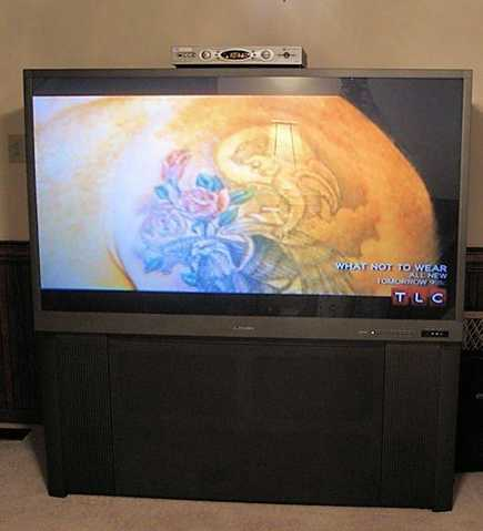 65 Mitsubishi Tv W / Yamaha Home Theater System