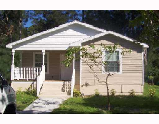 Move - In Ready, 3 / 2 Home Is Well Maintained & A Great Opportunity!