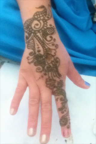Beautiful Henna / Mehndi (Temporary Tatoos)