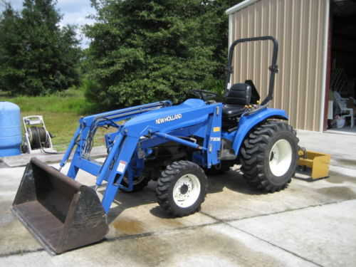 2002 New Holland Tc33d 4wd Tractor W / Loader & Box Blade