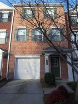 Charming Townhouse In Gated Community