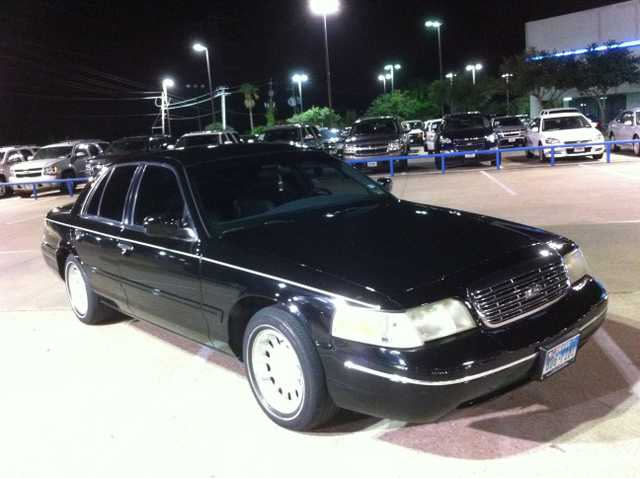 Crown Victoria 99 Lx Only $3,199.00, 86k Call 832 - 868 - 0786
