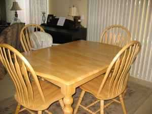 Solid Oak Dining Set Seats 6 And 3 Matching Oak Swivel Bar Stools