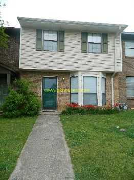 Town Home In Great Location Convenient To Everythi