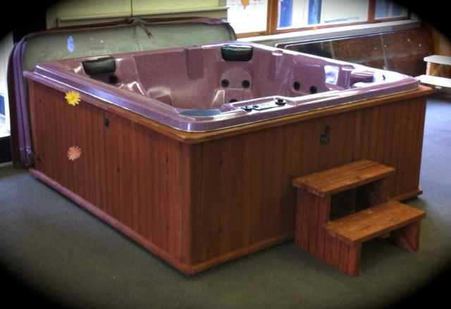 Spa / Hot Tub In Excellent Condition - Ready 4 Delivery