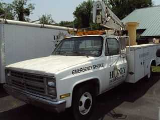 1987 Chevy Bucket Truck W / Lift