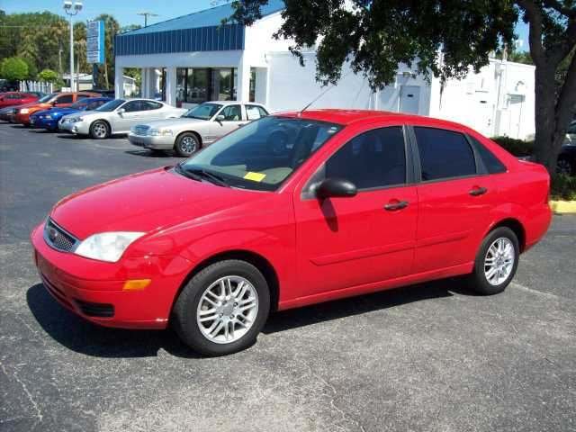 2005 Ford Focus Zx4 Se 4cyl - Red - Auto - 87k Mi.