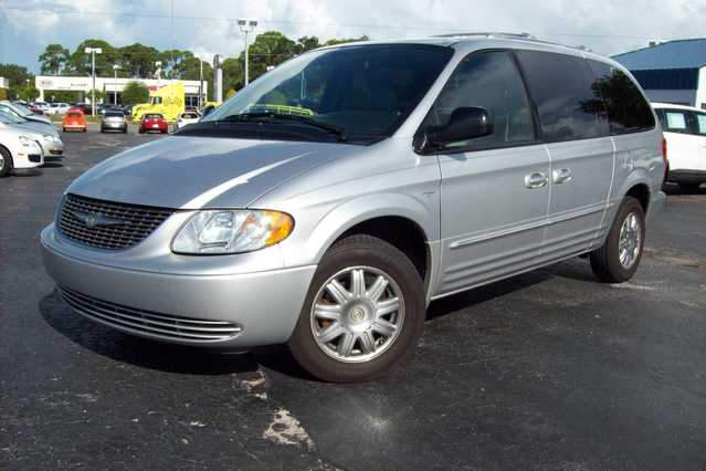 2004 Chrysler Town&country Touring - Silver - 99k Mi.