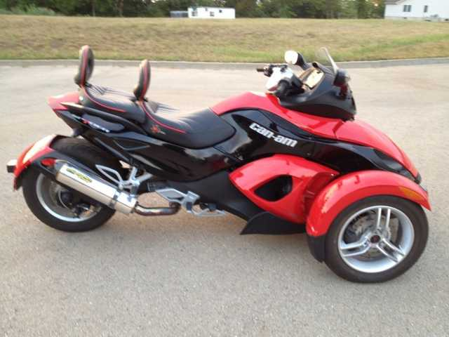 Like New! 2009 Can - Am Spyder Rs