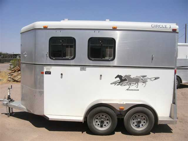 2006 Circle J Trailers Lightning Deluxe 2 Horse Slant 7'4 Tall, 7