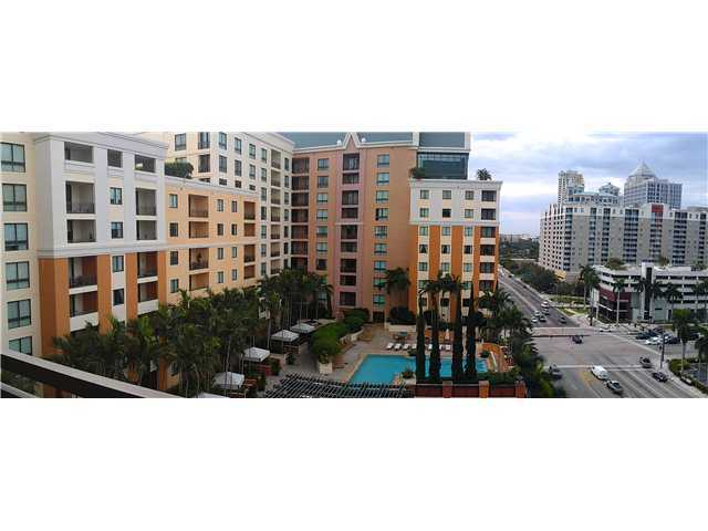 Beautiful Pool And Downtown Fort Lauderdale Views From Every Win