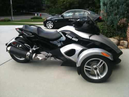 2008 Can - Am Silver - Black Special Edition