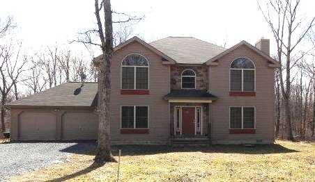 Pocono Mtn 4br 2.5ba Colonial Rental W / Master Suite Mls#pm - 107