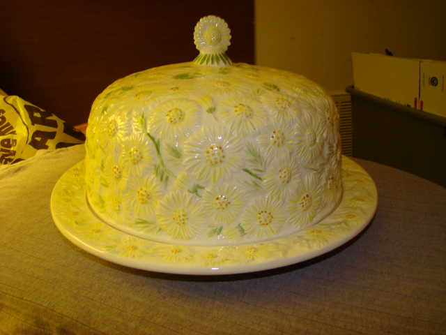 Sunflower Themed Cake Cover & 3 Matching Plates (For Wall)