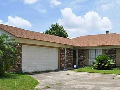 3 Bedroom / 2 Full Baths Huge Den With Brick Fireplace