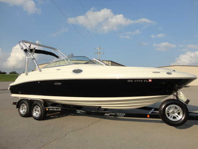 2008 Sea Ray 240 Sundeck W / Wake Tower & Trailer