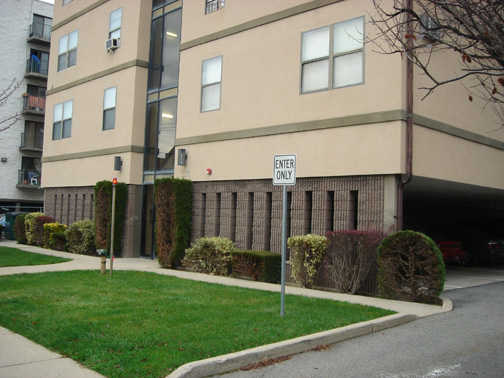 Hackensack / 1 Bedroom Apt. / Walk To Main St. Shops / Close To Nyc