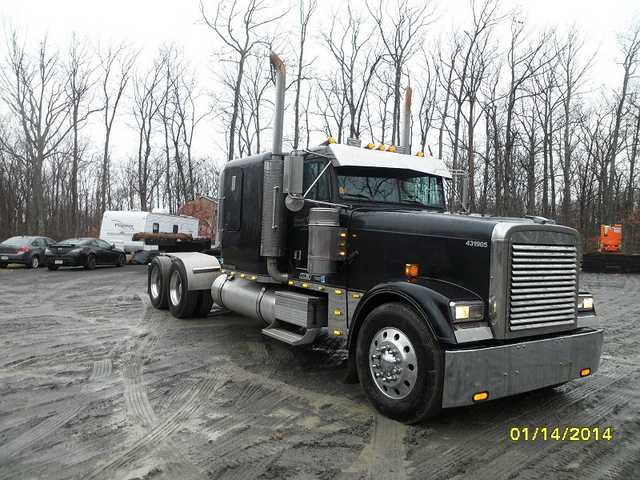 2001 Freightliner Classic Sleeper Cat 435hp