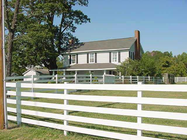 Historic Farmhouse On 8 Acres