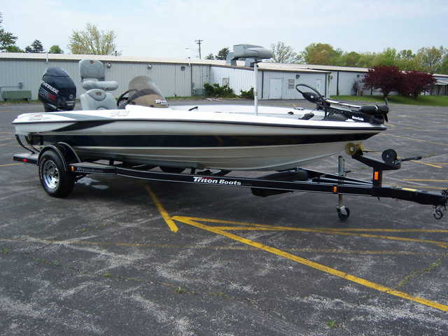 2004 Triton Tr - 186 Bass Boat 150 Evinrude Direct Inject