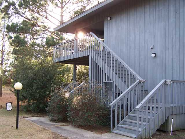 2 Bed 2 Bath Unfurnished Condo $750 Mo. Available Jan 15th