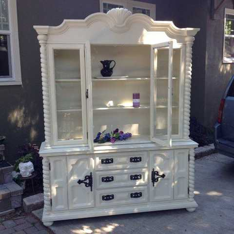 Vintage Baroque China Cabinet With Spiral Columns