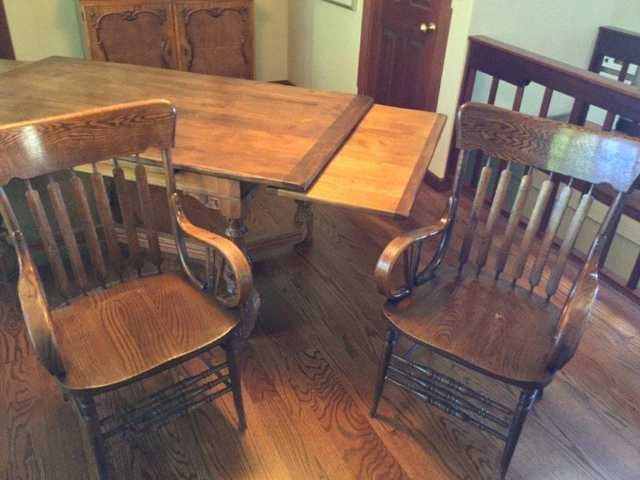Beautiful Rustic Solid Oak Dining Set With 6 Chairs