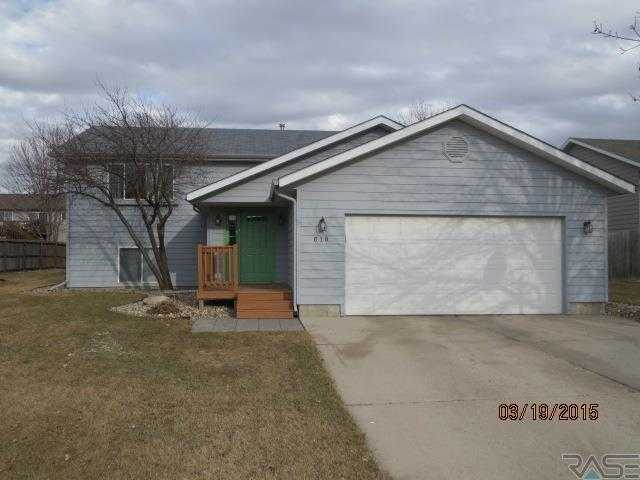 Popular Nw Corner Of Sioux Falls This 4 Bed / 3 Bath Foyer Home Is