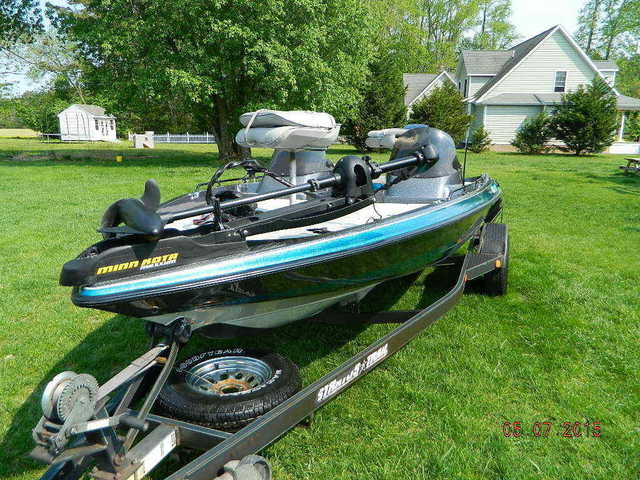 1994 Stratos 284 Bass Boat - $1800