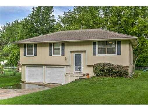 Well Maintained Home On Fantastic Private Treed Lot!
