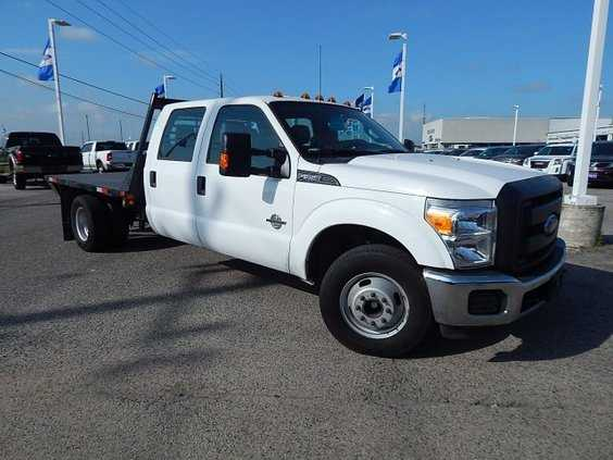 2014 Ford F350 Crew Cab Flatbed / Diesel / Automatic / Gooseneck