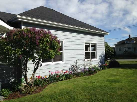 Cute Move - In Ready 3 Bedroom House On Double Corner Lot