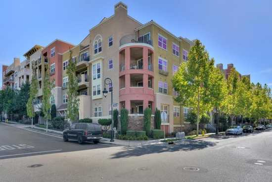 Gorgeous Condominium Located On Top Of Communications Hill