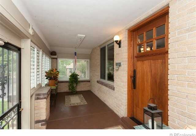 3 Bedroom 2 Bath House On A Quiet Street In Sunland.