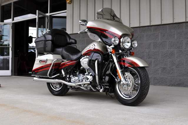 2006 Harley - Davidson Ultra Classic Screamin Eagle Clean