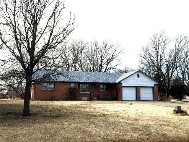 Real Estate Auction - Brick Ranch On 3 / 4 Acre