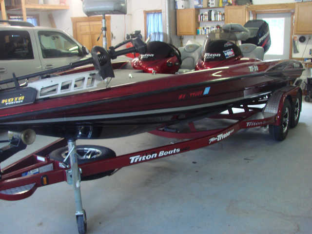 2004 Tr20pdc Bass Boat At $2500