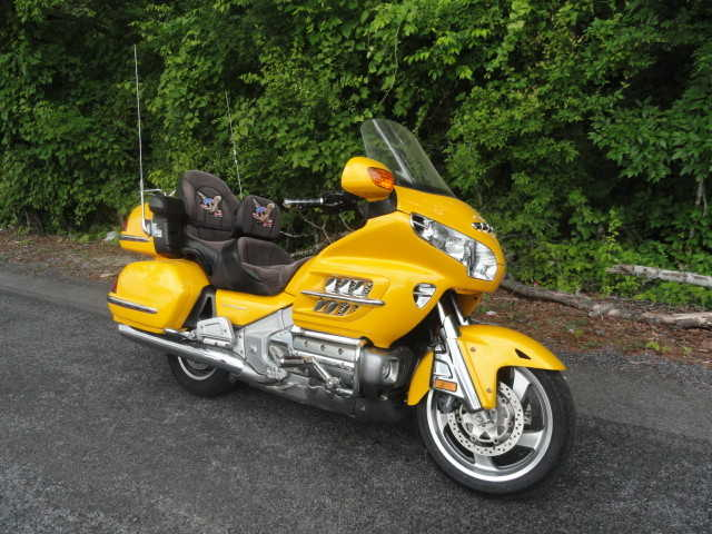 Very Very Good Conditions 2002 Yellow Honda Goldwing Gl 1800