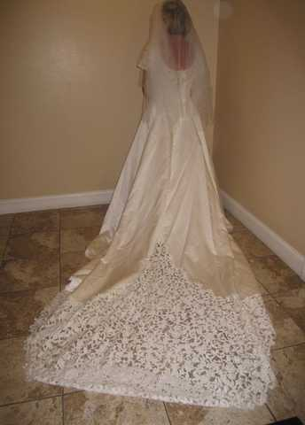 Bridal Dress Oleg Cassini Now Reduced $600 Call 754 24 26890