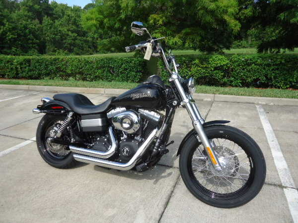 Absolutely Stunning 2011 Harley - Davidson Dyna Streetbob