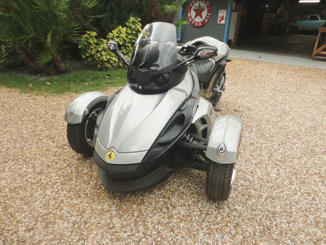 Absolutely Stunning 2008 Can - Am Spyder Black Absolutely Stunning