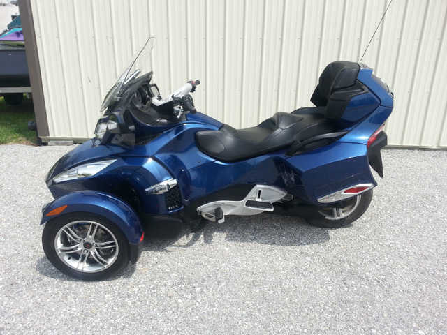 Pristine Conditions 2011 Can Am Spyder Rts Sm5 Blue