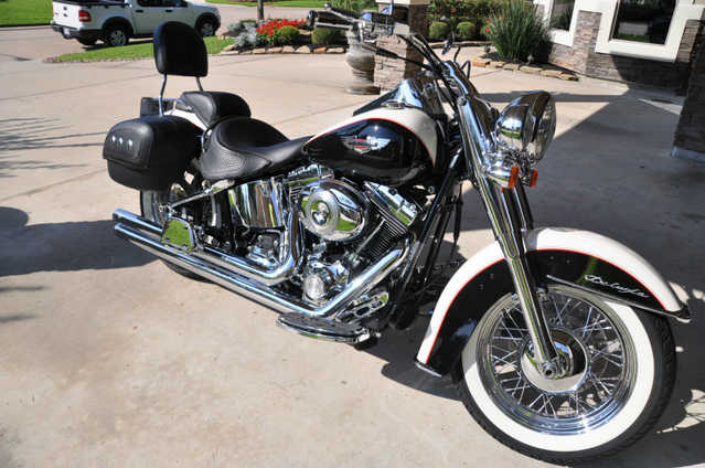 Extremely Clean 2011 Harley - Davidson Softail Deluxe Flstn