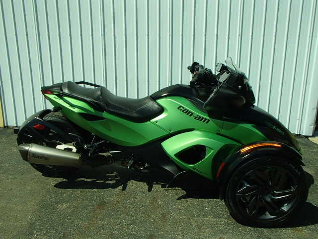 Very Cool 2013 Can - Am Automatic Shift Spyder In Green Very Cool