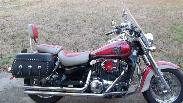 2000 Kawasaki Vulcan 1500 Classic Fuel Injected - Red Saddlebags, W