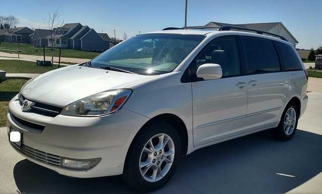 2005 Toyota Sienna Xle Minivan Leather!