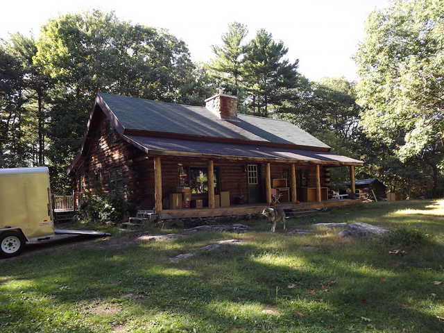 3 Bedroom Log Home With Fireplace