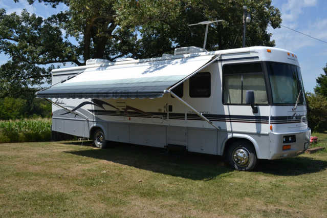 Pristine Conditions 1999 Winnebago Adventurer 34v - P