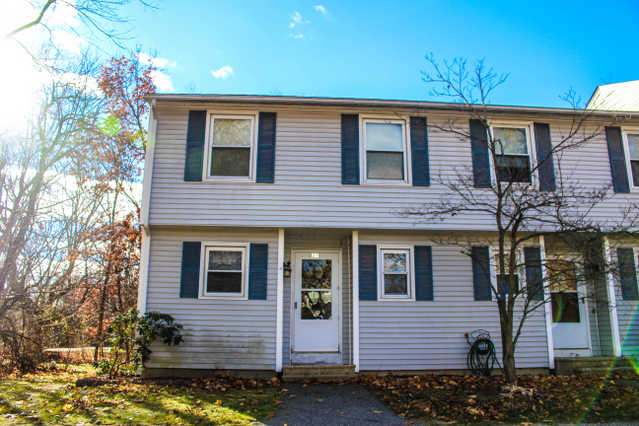 Conveniently Located Merrimack Townhouse 2 Bedrooms