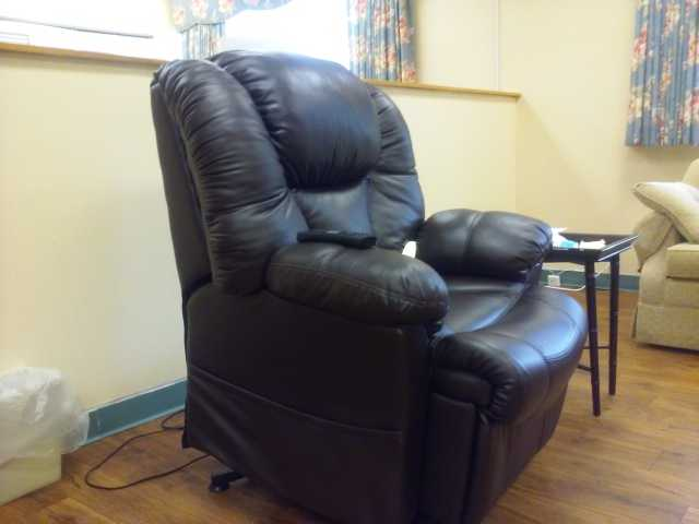 Electric Leather Recliner Chair - Like New